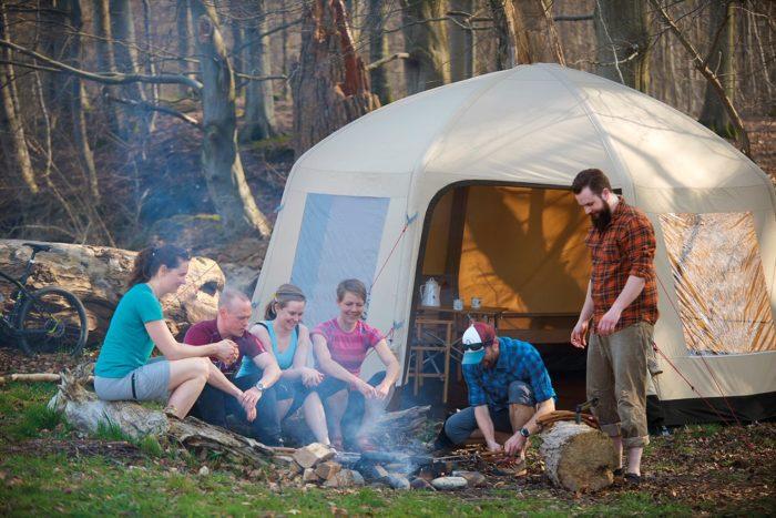Kjøl ned teltet om sommeren – Få det kjøligere på camping og